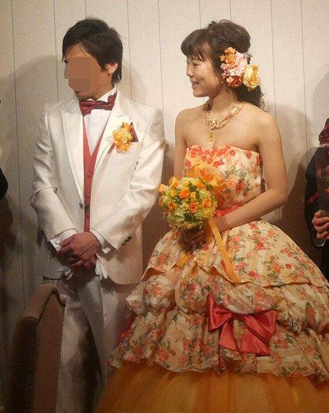 披露宴 カラードレス 花柄